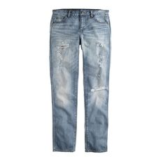 Destroyed broken-in boyfriend jean in light roxy wash