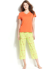 HUE Palmettes Top and Capri Pajama Pants Set