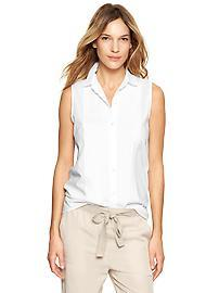 Pleated sleeveless shirt