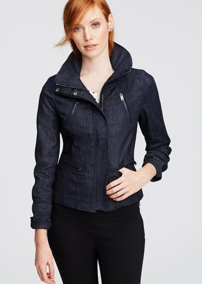 Shop a very stylish women's clothing sale at Ann Taylor. Find the pieces that make for a beautifully edited wardrobe.
