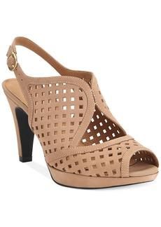 Clarks Artisan Women's Wessex Shay Sandals
