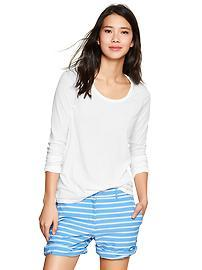 Long-sleeve scoop tee