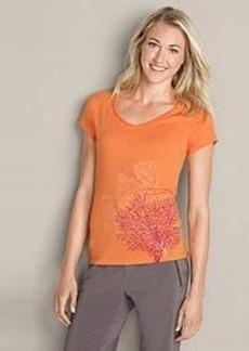 "<img class=""prd-image"" src=""//eddiebauer.scene7.com/is/image/EddieBauer/0093564_853M1?%24category%24"" alt=""Women's Graphic T-Shirt - Seasonal"" title=""Women's Graphic T-Shirt - Seasonal"">"
