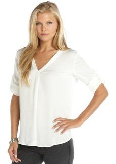 Ellen Tracy créme sateen convertible sleeve v-neck hi-low hem blouse