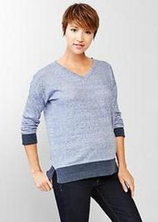 Budding V-neck pullover sweater