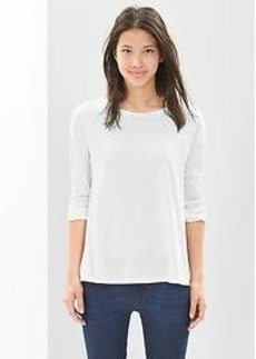 Button-back swing tee