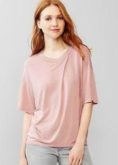 Pleat neck tee