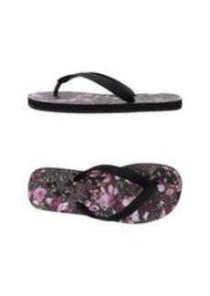 GIVENCHY - Thong sandal