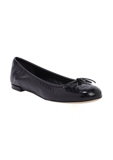 Gucci black textured patent leather bow detail flats