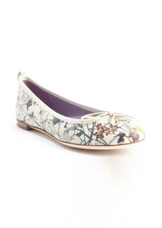 Gucci off white floral printed leather bow detail flats