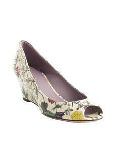 Gucci white leather floral printed peep toe wedged pumps