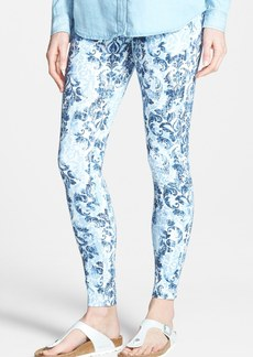 Hue 'Scroll' Print Denim Leggings