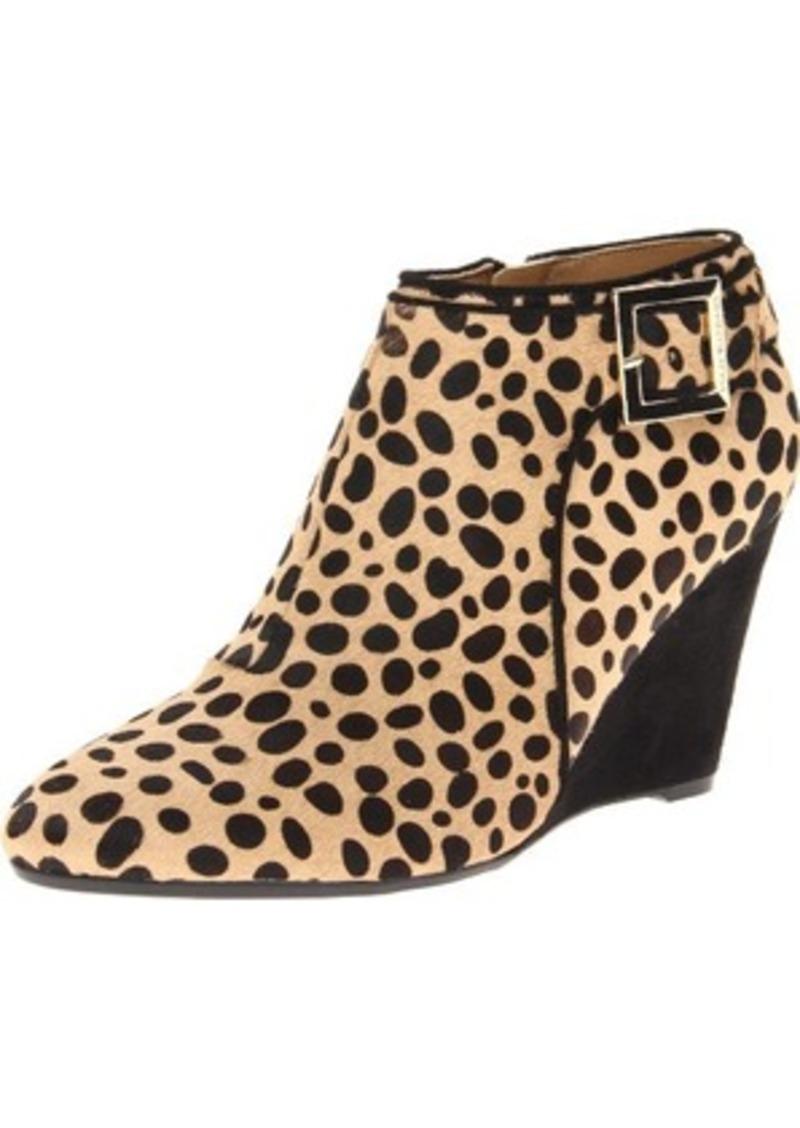 Isaac Mizrahi New York women's Winonalee Wedge Boot