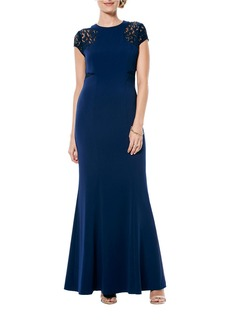 LAUNDRY BY SHELLI SEGAL Lace-Accented Gown