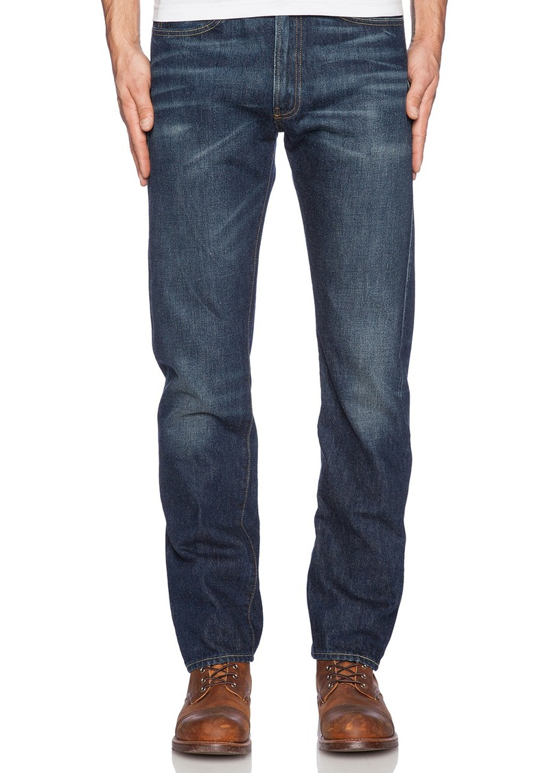 Levi's Comfort Fit Men's Jeans Levi's most relaxed jean, the Comfort Fit Jean has a classic trouser fit that ensures comfort. Made to sit at the waist and offer plenty of space through seat and thigh, it's finished with a tapered leg.