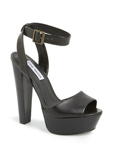 Steve Madden 'Gingeer' Leather Platform Sandal (Women)
