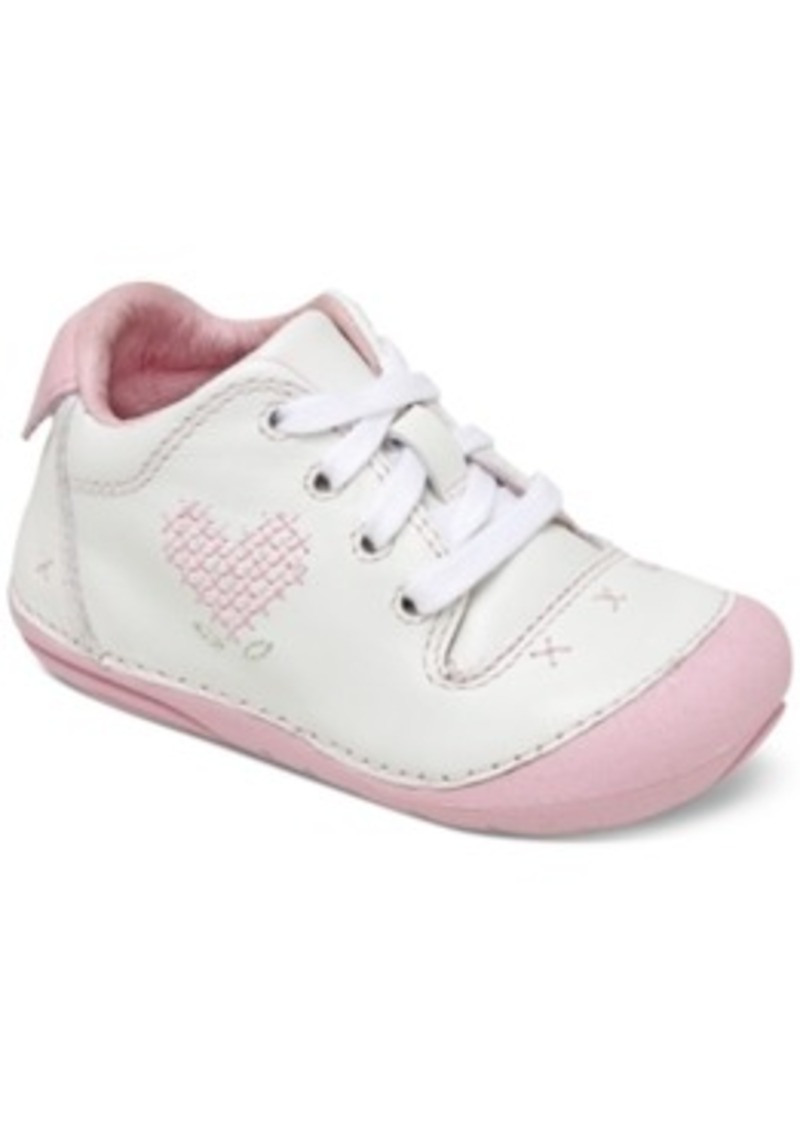 The shoe designers at Stride Rite are committed to meeting all the expectations of little ladies and mommies like you. Our big girls' shoes, little girls' shoes and slippers for girls stand out from the sea of children's shoes you have to choose from.