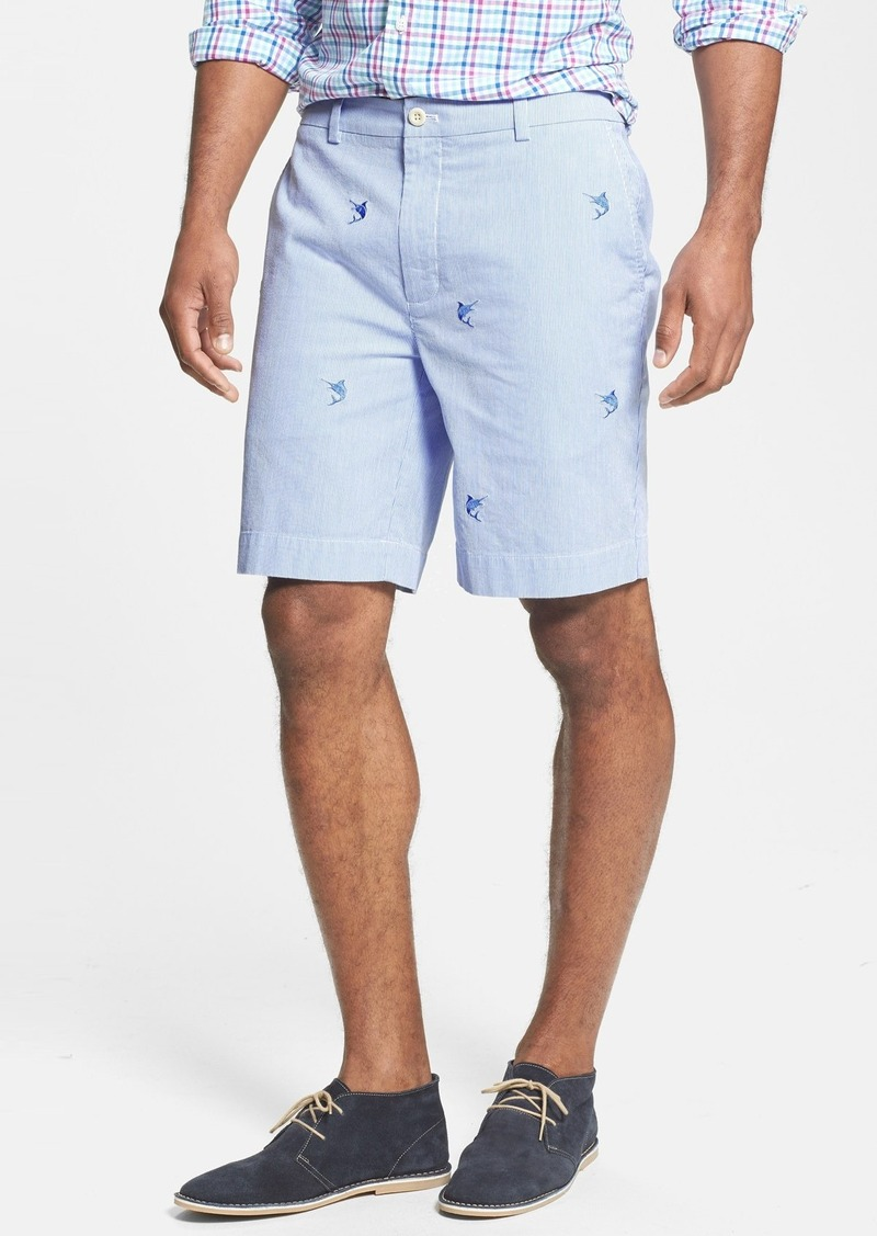 Vineyard vines clothing and swimwear for men boasts quality fabrics, playful prints, fine construction, and a vast spectrum of colors. Feel coolly confident strolling around campus or the country club in a signature garment-washed polo shirt or preppy shorts.